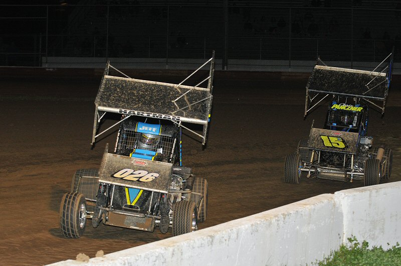 Jeff Hartman (#026) passed Chris Panczner on the final lap to win the 600cc feature.