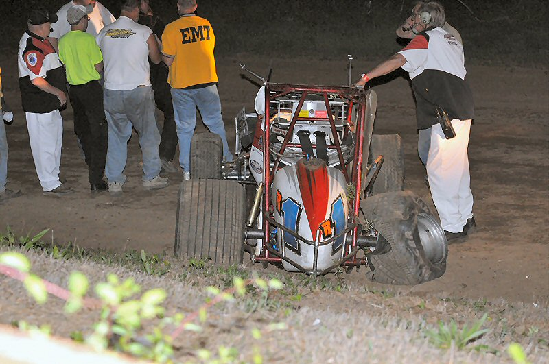 Early leader Craig Rochelle left the racetrack late in the sprint feature.